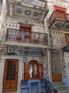 家の外壁を飾るクシスタ模様
