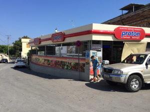 ピルギの村の入り口にあるスーパー