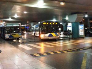 空港を出るとすぐエアポートバス乗り場がある