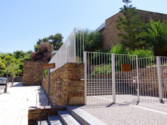 ヒオス考古学博物館入り口