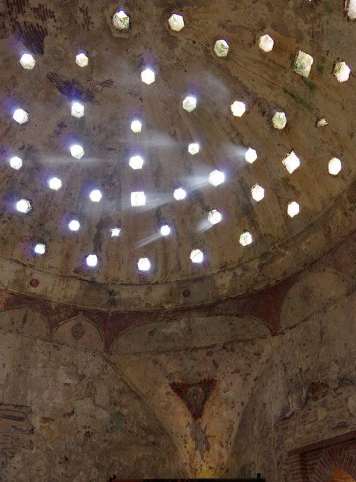 オスマン帝国時代の公衆浴場跡天井