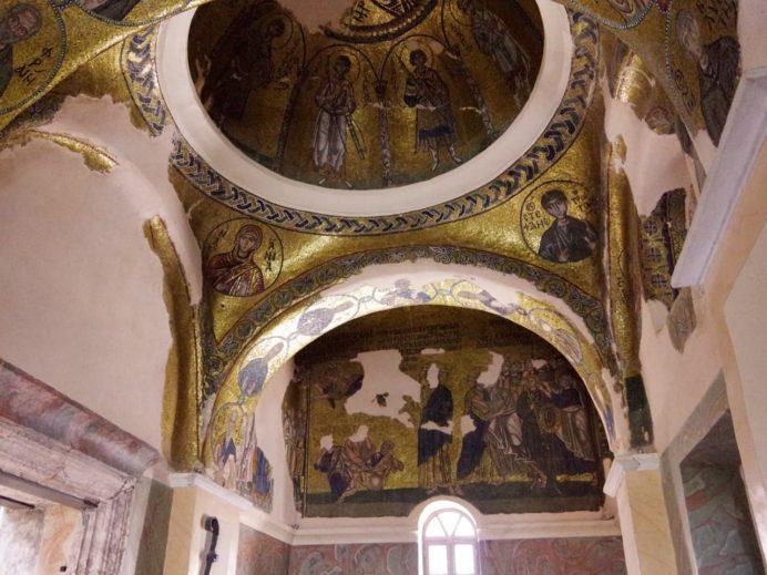 ネア・モニ修道院。モザイクが見事な天井画。