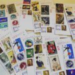 年賀状に記念切手を使います